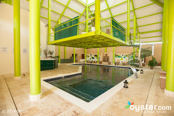 Oyster.com and The Huffington Post agree that Breathless Punta Cana is a hot spot for singles and couples!