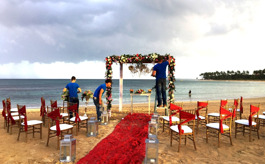 breathlesspuntacana_breathlesswedding_redvintagesetting